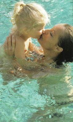 1980 - Romy et sa fille Sahra Romy Schneider, Paris, Sarah Biasini, Le Talent, Olivia De Havilland, Relationship Goals Pictures, French Actress, Famous Celebrities, Nostalgia