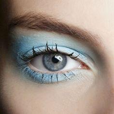 Emanuel+Ungaro:+Hellblauer+Eyeshadow+und+Spikey+Lashes