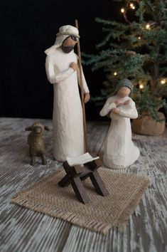Nativity Manger Cradle for Willow Tree Nativity Creche Willow Tree Nativity, Nativity Creche, Willow Tree Figurines, Christmas Nativity Scene, Nativity Scenes, Nativity Crafts, Christmas Rock, Ribbon On Christmas Tree, Natural Christmas