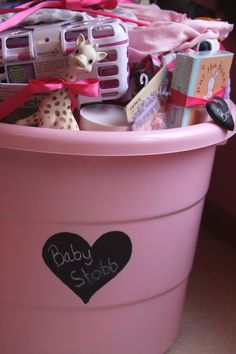 Baby shower gift in a tub – 15 things new moms really NEED..This would be cute for a couple of people to go together and get for someone! @ DIY Home Crafts