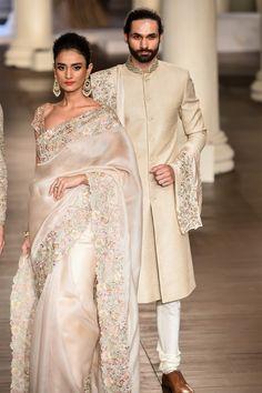 The Muse of Mirrors Indian Bridal Fashion, Pakistani Bridal Wear, Bridal Sarees, Lakme Fashion Week, India Fashion, Japan Fashion, Ethnic Outfits, Indian Outfits, Saree Gown