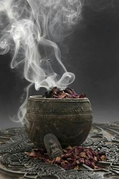 Magick, Witchcraft, Wiccan Spells, Religions Du Monde, Coquille St Jacques, Black Magic Spells, Altar Decorations, Meditation Space, Witch Aesthetic