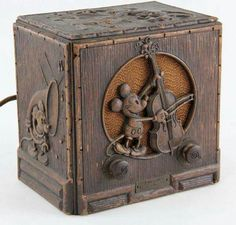 Here's a treasure: a Emerson Walt Disney radio! Disney Rooms, Disney Art, Disney Mickey, Walt Disney, Vintage Mickey, Vintage Toys, Vintage Stuff, Vintage Photos, Radios Retro