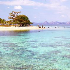 Kanawa #islands near the #Komodo national park. So many of the #Indonesia small islands are #paradise