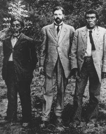 Sam Batwi (Northern/Central Yana Indian), Dr. Alfred Kroeber (Universidad de California) and Ishi (Yahi, Indio Yana), 1911 / antropología, etnología, etnografía