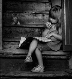 black and white photography, by Vladimir Polishchuk I Love Books, Good Books, Books To Read, Woman Reading, Kids Reading, Reading Time, Reading Nook, Black White Photos, Black And White Photography