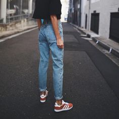 Red And White Casual Summer Spring Adidas Gazelle Sneakers With Simple Blue Mom Jeans And Black T-Shirt