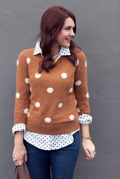 Big polka dots over little polka dots - I don't like the polka dot sweater's color but I like the layered look with the rolled up sleeves and collar. Looks Style, My Style, Look Fashion, Womens Fashion, Fashion Shoes, Girl Fashion, Mode Outfits, Mode Inspiration, Pulls