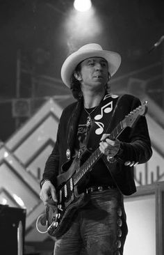 We really love these personal images of guitars and famous musicians! Take a look! Stevie Ray Vaughan, Music Pics, Music Photo, David Gilmour, Jimmy Page, Keith Richards, Def Leppard, Mick Jagger, Aerosmith