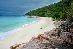 Tropical beach idyll on Pulau Redang © reezuan / Shutterstock
