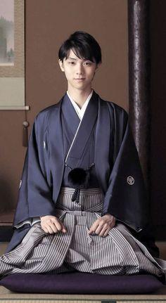 Man kimono with a dark blue top and grey pant. It's a very simple kimono. Kimono Tee, Mode Kimono, Yukata Kimono, Traditional Fashion, Traditional Dresses, Traditional Japanese Clothing Male, Traditional Kimono, Poses, Japanese Costume