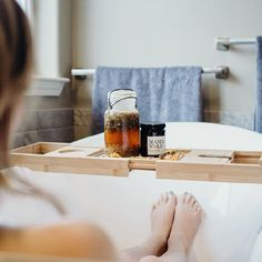 7 ülőfürdő recept, amiért a tested hálás lesz Healing Herbs, Natural Healing, Chamomile Essential Oil, Essential Oils, Apple Cider Vinegar Bath, Bath Recipes, Body Hacks, Hip Workout, Smell Good