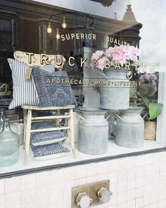 It's beginning to look a lot like spring! Take a quick tour of the shop today on my stories! Boutique Window Displays, Gift Shop Displays, Store Displays, Retail Displays, Spring Window Display, Window Display Retail, Display Windows, Store Front Windows, Retail Store Design