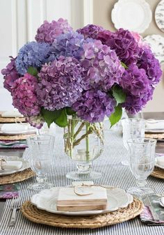 How to Prune Hydrangeas, Change Their Color, Revive Wilting Blooms, & Other Tips and Tricks that Will Make You a Hydrangea Boss! Great tips on how to make cut hydrangeas last and how to revive wilting ones! Fresh Flowers, Beautiful Flowers, Hydrangea Care, Hydrangeas, Driven By Decor, Boho Home, Flower Power, Floral Arrangements, Planting Flowers