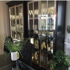 Nydelig med #Manhattancabinet120 hos @jannickewil #classicliving #skap #livingroom #interior #interiordesign #interior123 #interiør #vitrineskap #interior125 #interior444