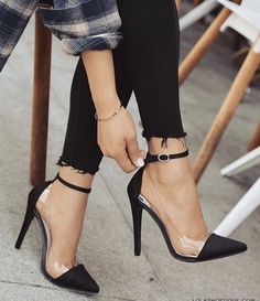 Heels, fashion and girly - women shoes fashion- Absätze, Mode und girly – Frauen Schuhe Mode Heels, fashion and girly Source by andreasagaki - Pretty Shoes, Beautiful Shoes, Cute Shoes, Me Too Shoes, Frauen In High Heels, Prom Shoes, Fashion Heels, Crazy Shoes, Womens High Heels