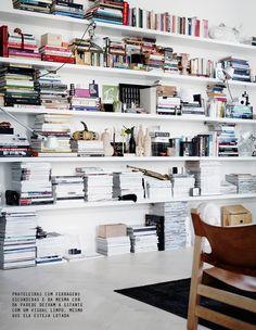 dream bookcase + white shelves #decor #estante #bookcase