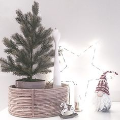 Winter season stilleben. White Rolf™ wooden candlestick by freemover.se. Design: Maria Lovisa Dahlberg. Photo by @eidehuset