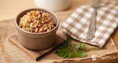 Il sorgo è un cereale senza glutine ottimo per piatti freddi e caldi. Oggi vi proproniamo un'insalata fredda di sorgo con noci e olive davvero buonssima! Low Fodmap, Couscous, Metabolism, Quinoa, Olive, Buffet, Grains, Italian Dinners, Vegetables