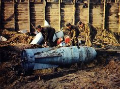 The Blitz, Unexploded Bomb, London Today's paper, Nov. 2013 talked of another unexploded bomb found in WWII area. Old Pictures, Old Photos, Vintage Photos, World History, World War Ii, London Bombings, Royal Engineers, War Photography, Colour Photography