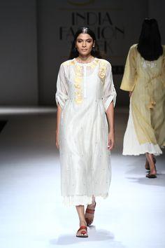 aifwss17d2s2apratimapandeyrunway008 India Fashion Week, Lakme Fashion Week, Fashion Show, Embroidery On Clothes, Embroidery Fashion, Ethnic Fashion, Indian Fashion, Indian Look, Couture Week