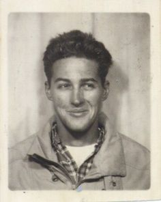 ** Vintage Photo Booth Picture ** Fantastic picture of a young artist named Dan Eldon