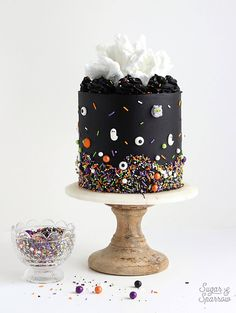 Learn how to decorate the perfect Halloween cake with pitch black buttercream, white cotton candy, and monster sprinkles by SprinklePop! recipes for halloween Halloween Desserts, Halloween Cupcakes, Spooky Halloween Cakes, Halloween Torte, Pasteles Halloween, Bolo Halloween, Fete Halloween, Halloween Birthday Cakes, Holloween Cake