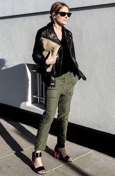 Lucy Williams de Jaqueta de Couro com Calça Militar