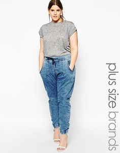 Plus size jeans by Carmakoma Loop-back denim style fabric Stretch finish Drawstring waist Side pockets Stretch cuffs Relaxed fit Machine wash Cotton, Polyester, Lycra Elastane Our model wears a UK 14 and is tall Plus Size Joggers, Plus Size Skinny Jeans, Smart Casual Outfit, Casual Outfits, Casual Xl, Denim Joggers Outfit, Plus Zise, Plus Size Looks, Athleisure Outfits