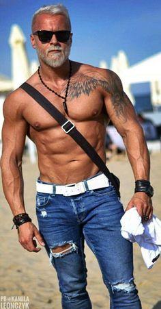 Silver Foxes Men, Hot Guys Tattoos, Handsome Older Men, Male Fitness Models, Just Beautiful Men, Men Beach, Beach Guys, Muscular Men, Mature Men