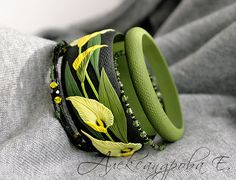 Bangle set Calla Lily - Polymer clay bracelets - Wide bangle with flowers - Black yellow green floral bangle Multi strand beaded bracelets Polymer Clay Tools, Polymer Clay Bracelet, Polymer Clay Flowers, Polymer Clay Projects, Polymer Clay Beads, Bangle Set, Bangle Bracelet, Paperclay, Beaded Bracelets