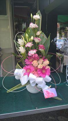 Church Flowers, Funeral Flowers, Wedding Flowers, Deco Floral, Arte Floral, Floral Design, Contemporary Flower Arrangements, Unique Flower Arrangements, Flower Boquet