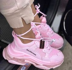 balenciaga shoes sneakers street styles/outfit with balenciaga shoes/womens outfit style Cute Sneakers, Girls Sneakers, Sneakers Fashion, Fashion Shoes, Shoes Sneakers, Fashion Clothes, Air Max Sneakers, Fashion Fashion, Fashion Women