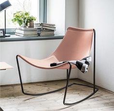 De stoel Apelle van het merk MIDJ.  De Apelle is een functionele designstoel, licht van gewicht en esthetisch erg goed! Het moderne frame is verkrijgbaar in wit staal, zwart nikkel en chroom. De zitting en de rugleuning zijn bekleed met cuoio leder dat beschikbaar is in zeer veel verschillende kleuren.