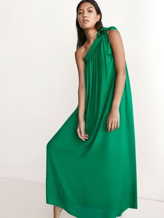 Autumn Spring summer 2017 Women´s GREEN ASYMMETRIC DRESS at Massimo Dutti for 150. Effortless elegance!