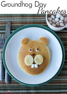 Celebrate this American tradition with these Groundhog Day Pancakes! holiday pancakes | kid friendly food | Punxsutawney Phil | food art