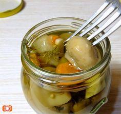 Tradiční specialitka ve výborném nálevu! Pickles, Cucumber, Food, Essen, Meals, Pickle, Yemek, Zucchini, Eten