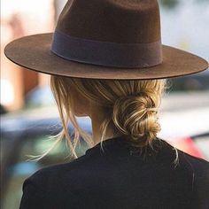 Original Hipster Fashion Style for Women – Women Fashion – Women's Style Boho Outfits, Outfits With Hats, Winter Outfits, New York Fashion, Fashion 2020, Fashion Fashion, Rock Style, Tommy Hilfiger Chino, Hipster Fashion Style