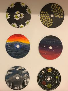Old recycled CDs painted with Acrylic paints . Simple Canvas Paintings, Small Canvas Art, Mini Canvas Art, Diy Canvas, Cd Wall Art, Record Wall Art, Cd Art, Vinyl Art, Recycled Cds