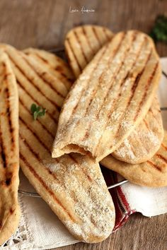Bread Recipes, Cooking Recipes, Healthy Recipes, Healthy Meals, Romanian Desserts, Breakfast Dessert, Good Food, Food And Drink, Healthy Eating