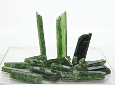 Chrome Diopside Gemstone Rough Jewelry Points by FenderMinerals,