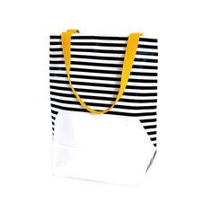 White 0.4 van Anna Boone. Designtas met handgedrukte strepen van jonge Arnhemse ontwerper. Op mijn verlanglijstje! Te bestellen bij Labeq.nl
