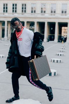 Travis Scott attended the Louis Vuitton Fall/Winter 2017 show during Paris Fashion Week. Fashion Week Paris, Winter Fashion, Fashion Show, Mens Fashion, Fashion Trends, Fashion Stores, Fashion Edgy, Fashion 2018, Runway Fashion