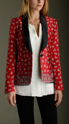Bandana print tuxedo blazer featuring one button closure, lining, long sleeves, shawl lapel, two flap pockets at front, back slit, padding shoulder, 100�0polyester.