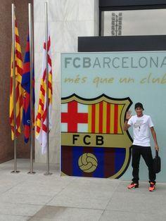 Neymar se apresenta no Barcelona Neymar Jr, Fc Barcelona, Good Soccer Players, I Go Crazy, Soccer News, World Cup 2014, 22 Years Old, Love And Respect, Parkour
