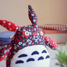 Totoro Divertido. Hecho con materiales reciclados por LellecoShop #totoro #funny #divertido #colorful #softie #peluche #handmade #colorido #ecofriendly