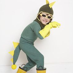 Pull together a lizard costume for your little one with this easy tutorial Animal Costumes Diy, Easy Diy Costumes, Homemade Halloween Costumes, Halloween Kostüm, Costume Ideas, Costumes 2015, Kid Costumes, Halloween Projects, Lizard Costume