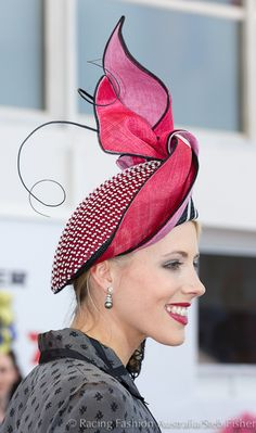 Millinery Award at Melbourne Cup Carnival Congratulations Lynette Lim Fancy Hats, Cool Hats, Sinamay Hats, Fascinators, Headpieces, Millinery Hats, Crazy Hats, Races Fashion, Stylish Hats