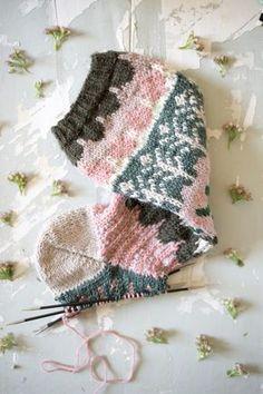 MUITAIHANIASYYSSUKAT ALUSTA LOPPUUN – MUITA IHANIA Crochet Bikini, Knit Crochet, Knitting Socks, Bikinis, Swimwear, Winter Hats, Sewing, Handmade, Crafts