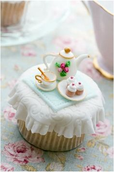 Cake decorating has been a popular hobby for many years. As a result, it has also become a highly lucrative and rewarding business. If you are looking for